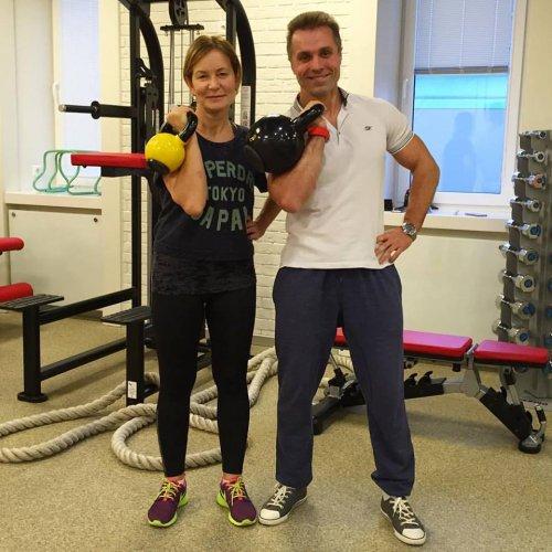 упражнения для женщин с гирей